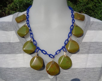 Bakelite Necklace Upcycled Bakelite Chunky Bead Necklace Simichrome Tested Glossy Marbled Bakelite Cabochons On Blue Plastic Chain