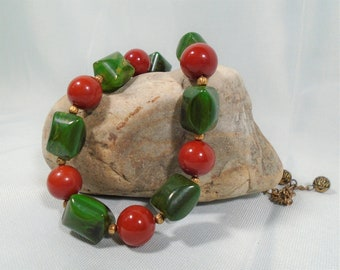 Bakelite Bead Necklace with Large Cherry Red Beads and Green Marbled Cushion Beads Simichrome Tested Glossy Colorful Bakelite Necklace