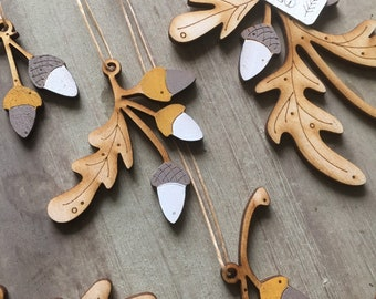 A set of Beautiful Autumn Themed Oak Leaf and Acorn Decorations  Free U.K. Delivery