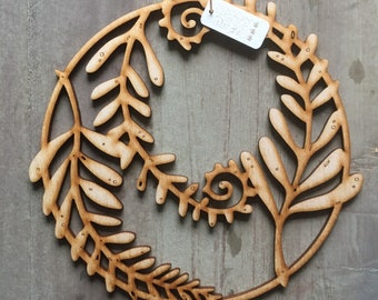 A Beautiful Wooden Fern Rondel Decoration Free U.K. Delivery