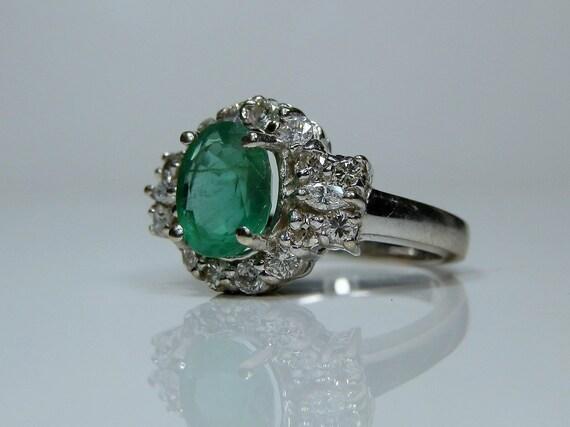 8c8dbf59a74 14 k or blanc émeraude et diamant bague de Halo. Taille 6.