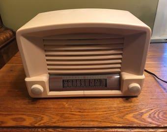 Vintage 1948 GE Tube Radio