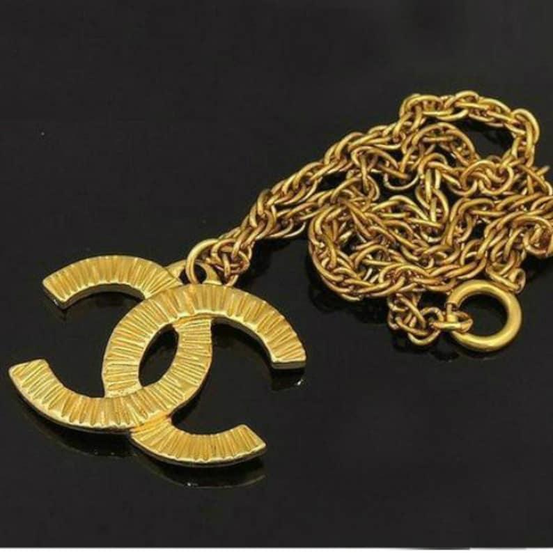 b019e719e8 CHANEL vintage cc coco logo oro collana ciondolo   Etsy