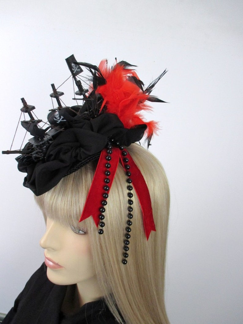 Schiff Fascinator Rot Schwarz Wgt Rokoko Frisur Piraten Headpiece