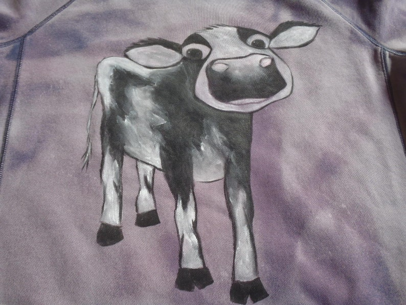 check measurements hand painted Closeup of an adorable wide-eyed calf in black and white more like a large man/'s medium sweatshirt