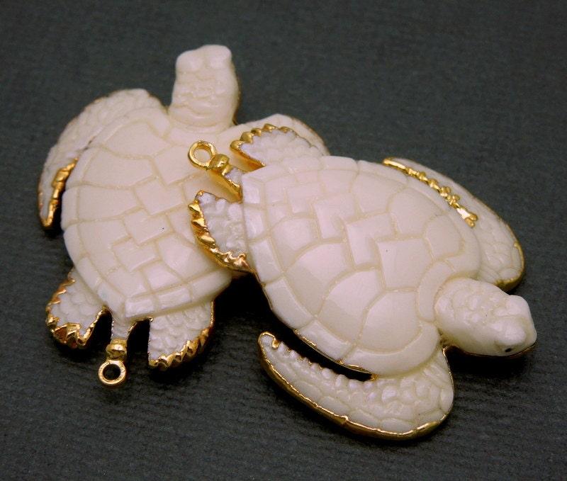 Pendentif sculpté OS plaqué mer tortue avec de l'or 24K plaqué OS garniture (S3B7-21) 10818a