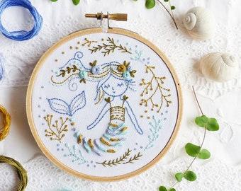 Idée de cadeau habilement créative, kit, sirène broderie - Mermaid Dreams - broderie d'Art de cerceau, Kit de bricolage, Tamar Nahir, Decor mer océan