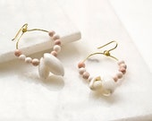 Hoop Earrings with blush Jasper beads and Seashells, Maritime Creole Earrings with Hammered Brass and Natural Stone, Boho Statement Jewelry