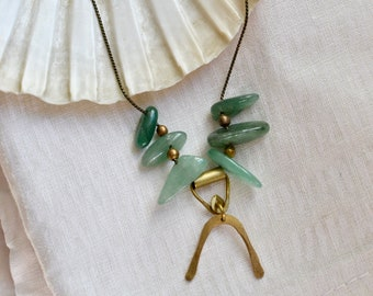 OOAK Short Snake Necklace with Aventurine and Horseshoe Brass Charm, Natural Stone Jewelry