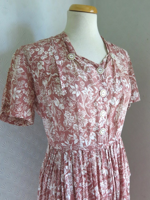 40s Dusty Pink Floral Dress Buttons Semi sheer Geo