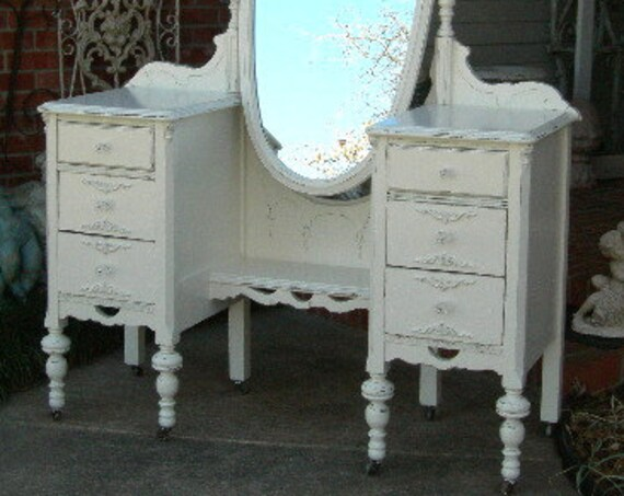 BEAUTIFUL VANITY Order Your Own Antique Painted Vanity The Shabby Chic Furniture Custom Painted Furniture Vanity Dressing Table