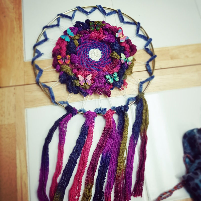 Circular Flower Loom with Removable Pegs