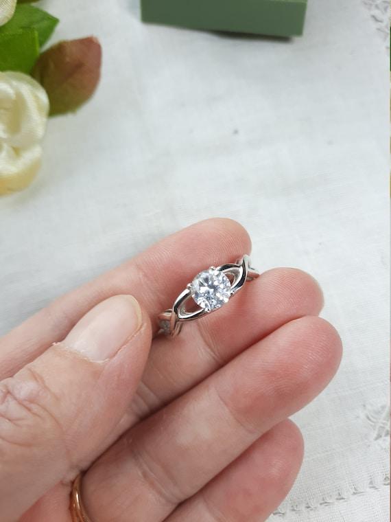 swirl ring band ring Vintage Avon Rhinestone Ring wave ring size 8.25 signed gold tone avon ring