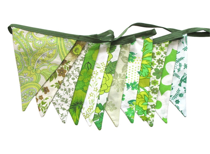 Bunting  Retro Eco  Green Multi Vintage Floral Flags . Shop image 0