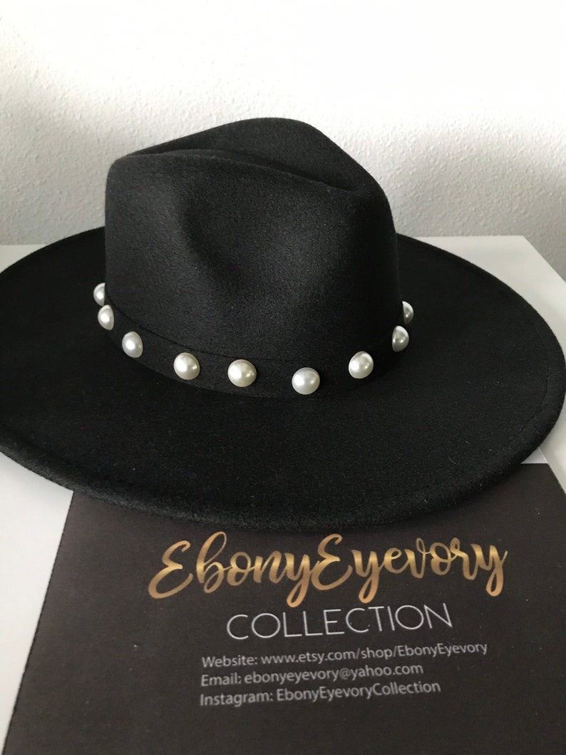 Wide brim black pearl fedora Will look super cute at an outdoor event such as the rodeo! Texas style for sure