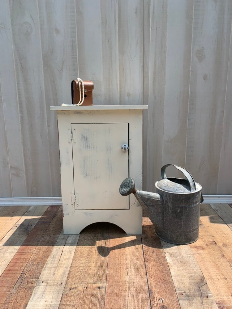 Awesome Vintage Shabby Chic Table Accent Table Farmhouse Country Home Interior And Landscaping Palasignezvosmurscom