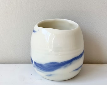 Small bicolour translucent porcelain candle holder in white and blue