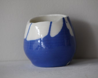 Small bicolour translucent porcelain candle holder in white and blue no 2