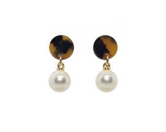 Tortoise Shell Earrings, Pearl Dangle Earrings, Pearl Drop Earrings, Tortoise pearl earrings, , spring earrings, trendy earrings, drop studs