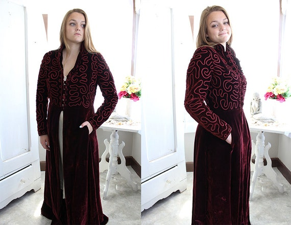 Maroon Velvet House Coat From the 1940's / 40's Dr