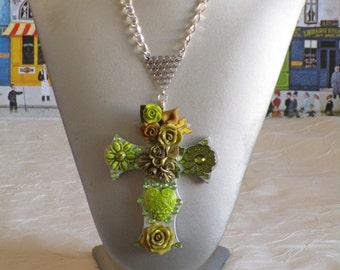 """Collier pendentif """"série de croix fleuries 25"""""""