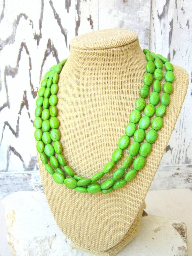 ccb5a1b19d2b Triple hilo verde collar de turquesa. Verde manzana howlita