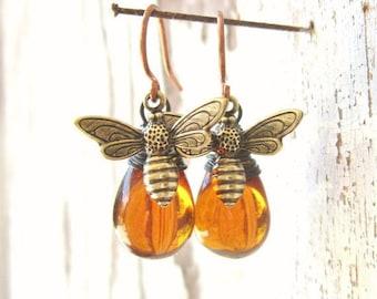 Honey Bee Earrings. Honey Bee Jewelry. Wire Wrapped Drops Honey Amber Earrings.Amber Glass Dangle Earrings.Amber Jewelry. Gift for Bee Lover