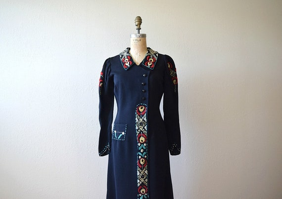 1930s embroidered dress . vintage 30s Arts and Cra