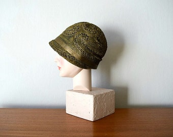 Vintage 1920s cloche . vintage 20s black and gold lame hat