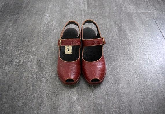 1940s 1950s shoes . vintage wedge sandals - image 2