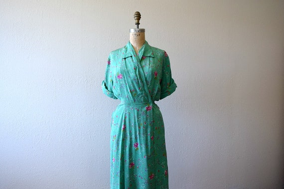 1940s green dressing gown . vintage 40s rose print