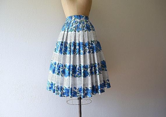1950s border print skirt . vintage 50s blue floral