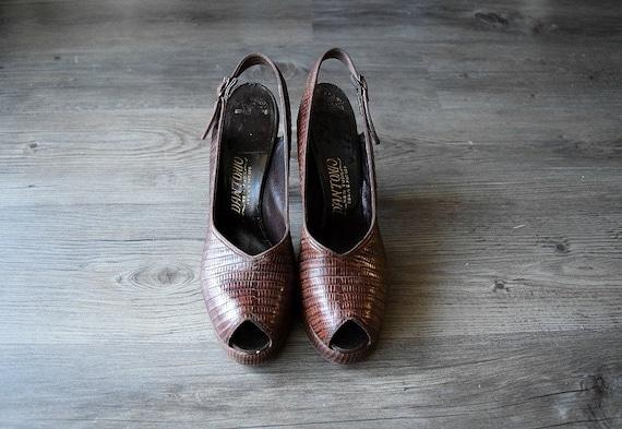 1940s platform heels . vintage 40s brown slingback