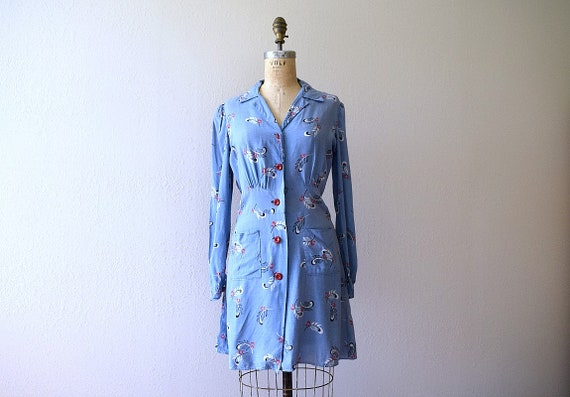 Early 1940s dress . vintage 40s feather print tuni