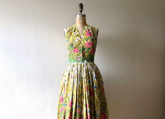 1950s halter dress . vintage 50s border print dres