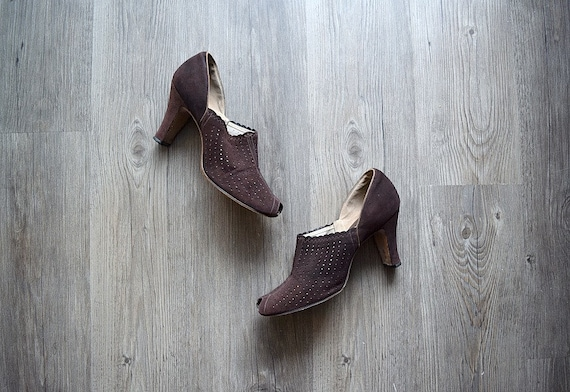 1930s 1940s shoes . vintage 30s brown suede shoes