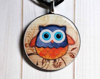 Owl necklace - owl jewelry - owl pendant - owl gift - owl accessory - owl lover gift - poker chip jewelry - vintage poker chip - bakelite