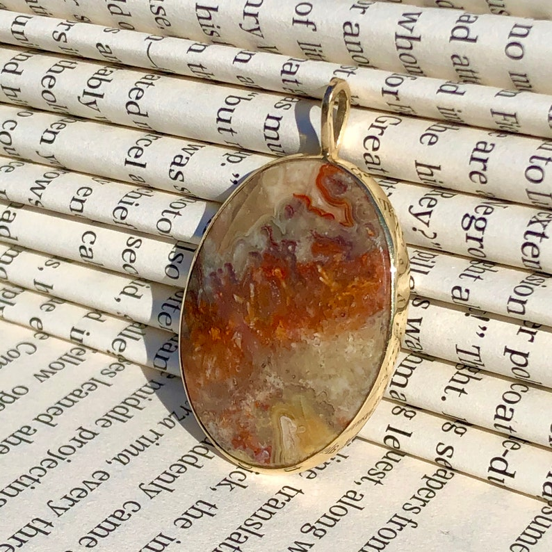 18K YG Picture Agate Pendant