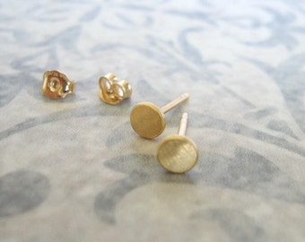 Dot studs , Tiny stud earrings , 4.5-5 mm Gold studs , Small circle studs , Gold disc post earrings .