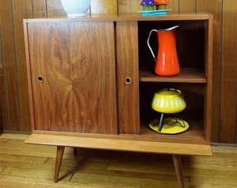 Vintage MCM 1950's Walnut Cabinet by Paul McCobb for Calvin Linear Adjustable Shelf