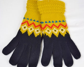 Vintage 1970's Women's Textured Knit Winter Gloves Color Block Zig Zag Design Ski Retro Hippie Boho Syle