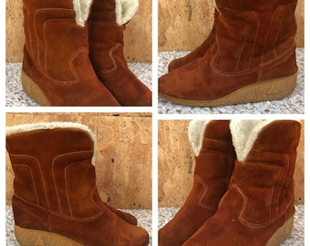 Sz 7.5 - Vintage 1970's Brown Suede Leather Wedged Gummy Rubber Platform Soled Hippie Boho Boots Ankle Slip On Booties Size 7 1/2