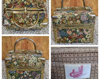 Vintage 1960's delill Made in ITALY MOD Hippie Boho Needlepoint Tapestry Box Purse Handbag Travel Make Up Case Traincase