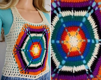 Vintage 1970's Women's HiPPiE BoHo Crocheted Woodstock RAINBOW Web Cropped Sweater Vest Size XS / S