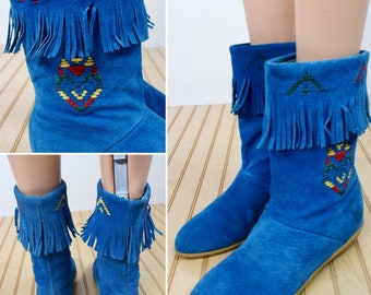 Vintage 1970's Women's Hush Puppies BLUE Suede Leather Rainbow Embroidered Moccasin Aztec Native Fringed Boots size 6 Southwestern Hippie