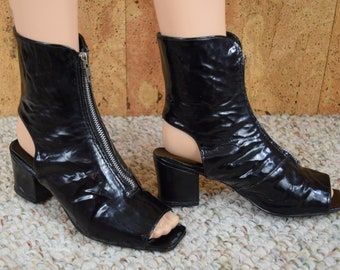 Sz 6.5 / 7 Vintage 1960's SHELLY'S Black Vinyl MOD Open Toed Zippered Ankle Bootie Go-Go Women's Shoes