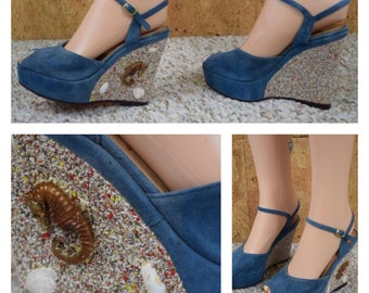Sz 5  - Vintage 1970's F. LANZONI Seashell - Sand & Sea Horse Blue Suede Wedged Platform Peep Toed Shoes Sandals Size US 5  / EU 35