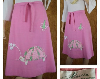 Vintage 1970's | 80's Women's PINK Strawberry Turtle Dragonfly Flower Appliquéd Retro Kitsch Whimsical Hipster Wrap Skirt Size M