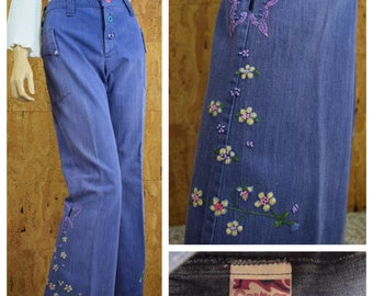 Vintage 1970's Women's Embroidered Denim Butterfly Flower HiPPiE Western  Button Fly Bell Bottom Jeans Size M 32 x 31