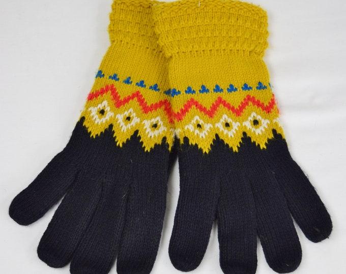 Vintage 1970's Women's Textured Knit Winter Gloves Color Block Zig Zag Design Ski Retro Hippie Boho Syle